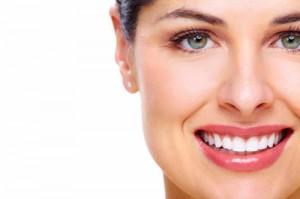 teeth whitening 2 300x199 DİŞ MİNESİNİ DAYANIKLI YAPAN ÇATLAKLAR